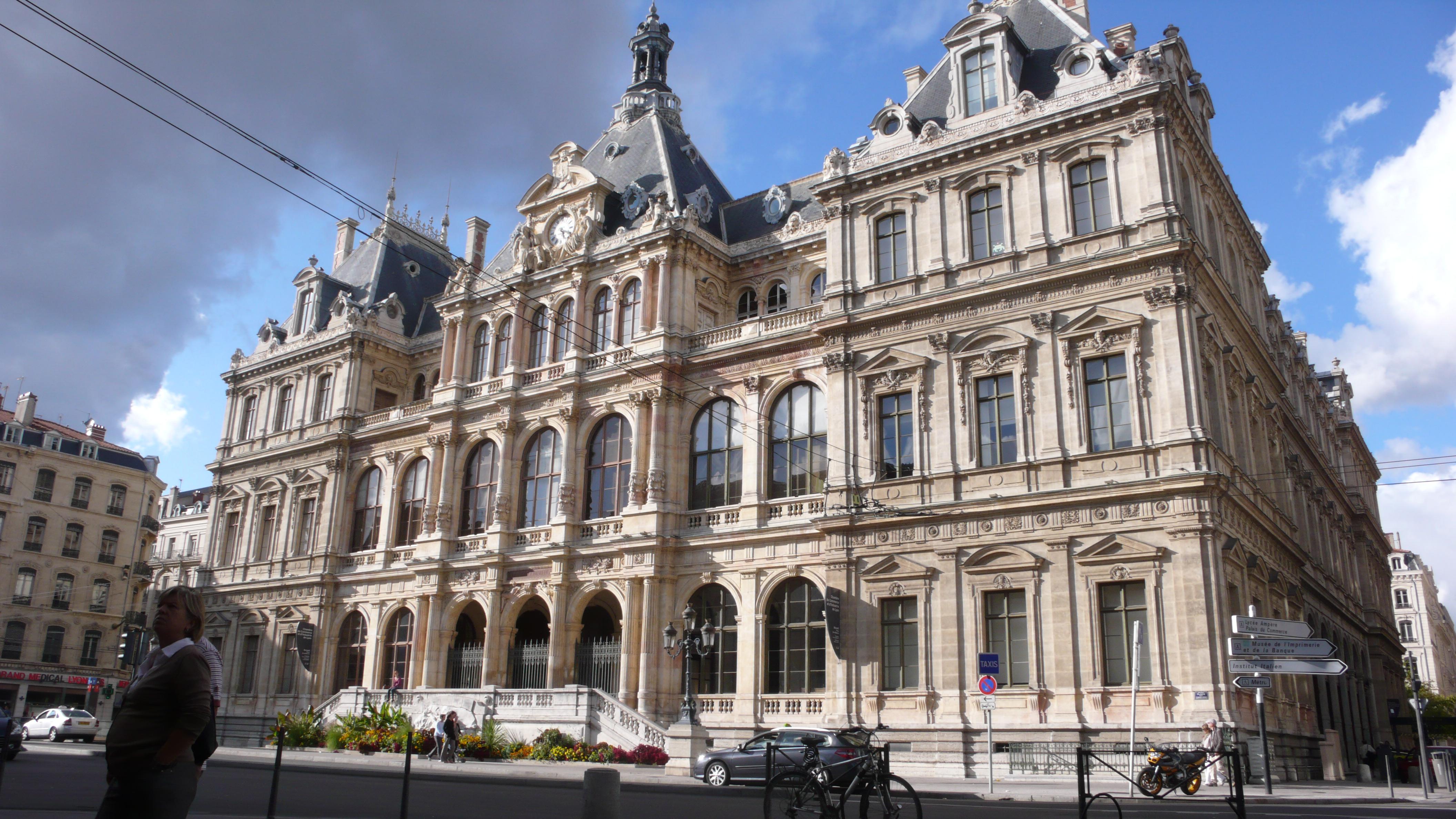Palais_de_la_Bourse_vu_par_Saint-Bonaventure_PA00117979.jpg